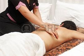 Rückenmassage / 123rf